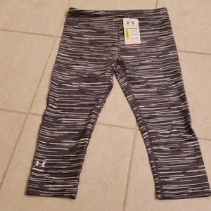 Women's Under Armour compression rights. NWT. Med.